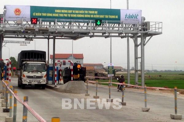 Đề nghị miễn phí BOT cho phương tiện vận chuyển hàng hỗ trợ miền Trung