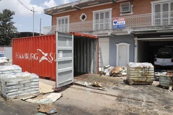 Phát hiện 7 tử thi trong một container chứa phân bón ở Paraguay