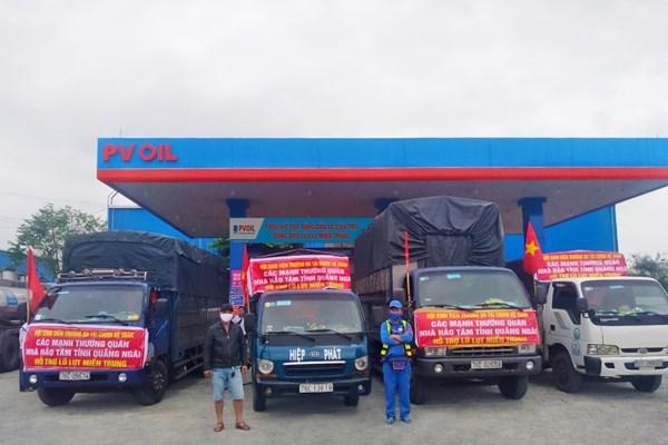 PVOIL hỗ trợ xăng dầu cho xe cứu trợ đồng bào bị lũ lụt miền Trung
