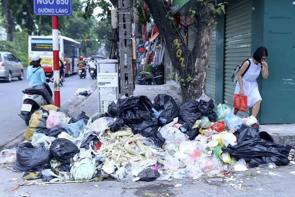 Lần thứ 2 ở nội thành Hà Nội bị rác thải bủa vây