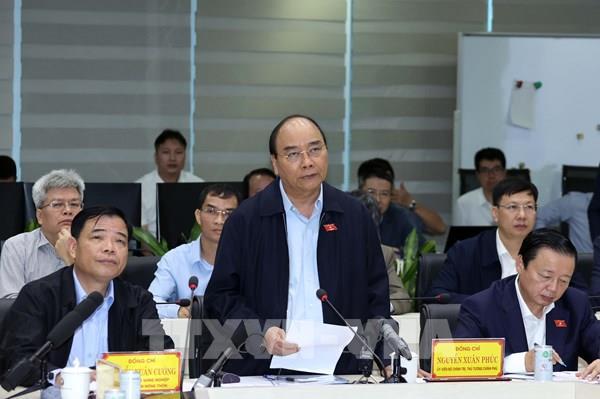 Thủ tướng trực tiếp đến trung tâm điều hành nghe báo cáo dự báo bão số 9