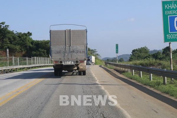 Cao tốc Nội Bài – Lào Cai có nhiều đoạn tuyến bị hư hỏng, hằn lún nặng