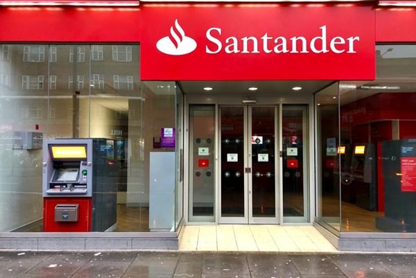 Tập đoàn ngân hàng Banco Santander có lợi nhuận trở lại trong quý III/2020