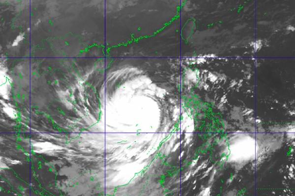 Bão số 9 tăng lên cấp 14, tâm bão ở vùng biển Đà Nẵng - Phú Yên