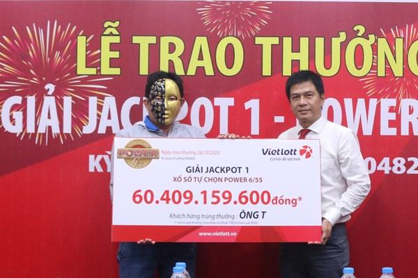 Vietlott trao gần 60 tỷ đồng cho người chơi đến từ Vĩnh Long