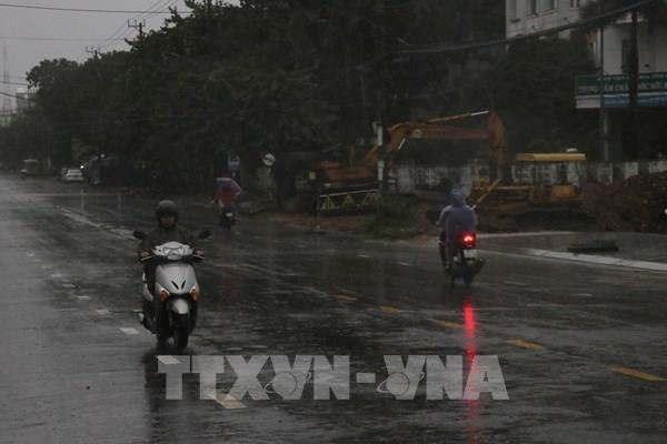 Cập nhật mới nhất bão số 9: Phú Yên 38 xã mất điện, Quảng Ngãi 2 người thương vong