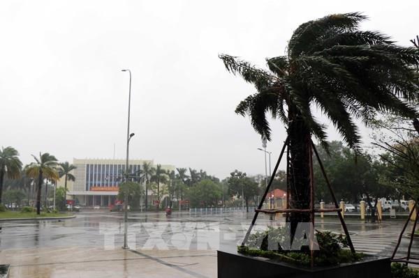 Thành phố Huế gió lớn tăng dần, toàn huyện A Lưới mất điện