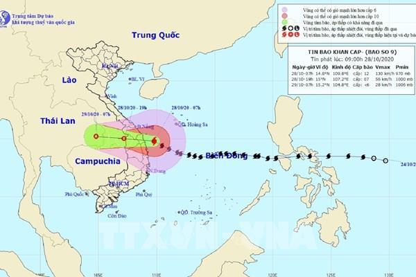 Tâm bão số 9 ngay trên vùng bờ biển từ Đà Nẵng đến Phú Yên