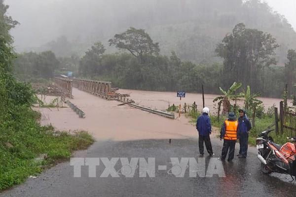 Kon Tum: Mưa lớn làm trôi cây cầu sắt, chia cắt khoảng 500 hộ dân