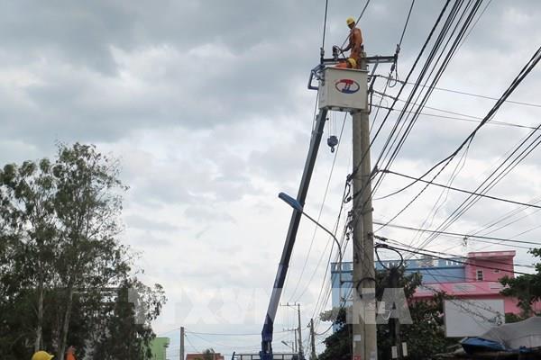 Ứng phó bão số 9: Phú Yên khắc phục hư hỏng để sớm cấp điện trở lại
