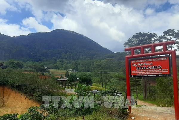 Ngang nhiên xây dựng làng biệt thự trên đất rừng có chủ