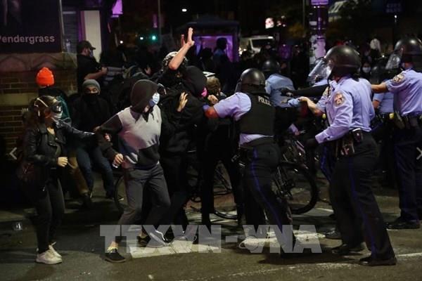 Mỹ: Bắt giữ 30 người biểu tình sau vụ cảnh sát bắn chết người da màu