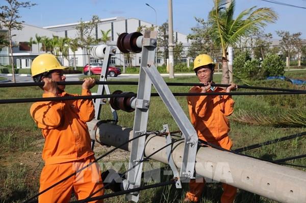 Điện lực miền Trung khẩn trương khắc phục hậu quả do bão số 9 