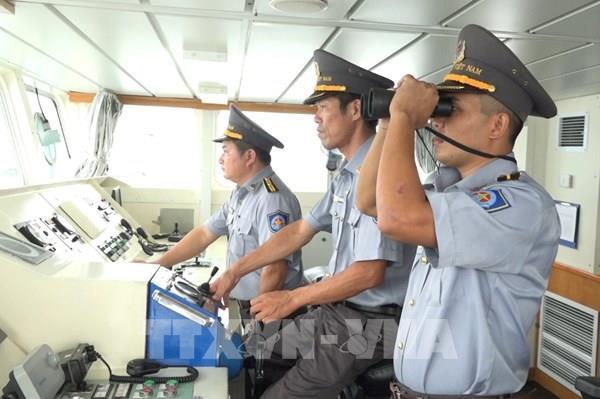 Điều thêm 2 tàu kiểm ngư tìm kiếm 26 ngư dân Bình Định mất tích trên biển