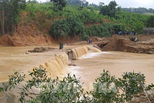 Cứu hộ công nhân Thủy điện Đắk Mi 2: Thời tiết thuận lợi cho việc tìm kiếm cứu nạn