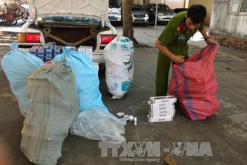 Tây Ninh: Nhóm buôn lậu vứt 9.000 gói thuốc lá ngoại để thoát thân