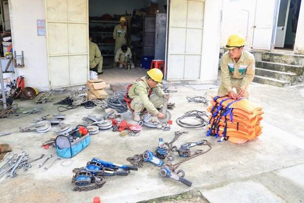PTC3 hỗ trợ điện lực Quảng Ngãi khắc phục lưới điện 110 kV sau bão số 9