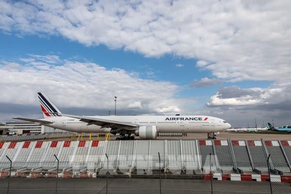 Các hãng hàng không Á- Âu đồng loạt báo lỗ