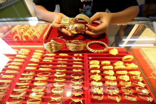 Dù phục hồi trong phiên cuối, giá vàng vẫn suy giảm tuần thứ ba liên tiếp
