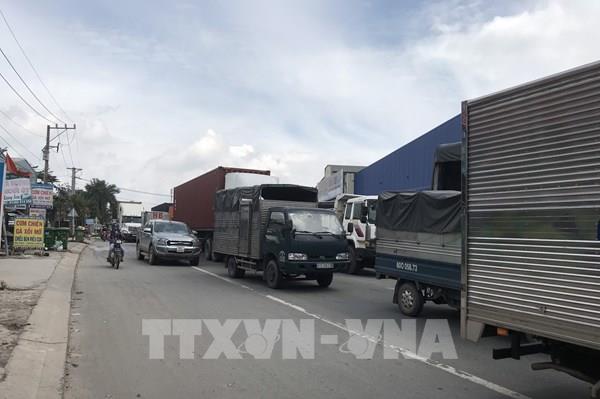 Bình Dương xem xét quy định giờ vận chuyển của xe container