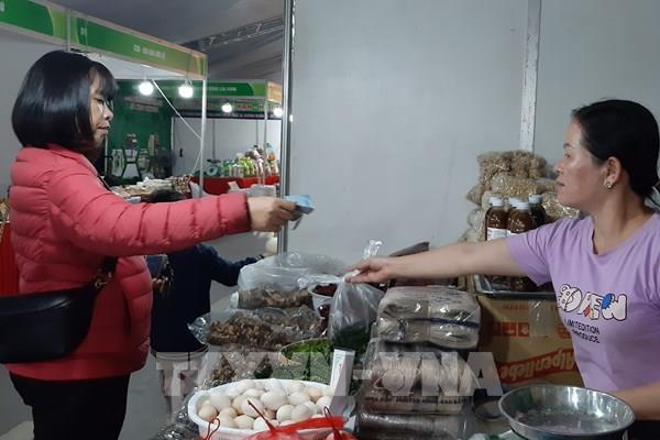 Nhiều đặc sản vùng miền được đặt mua làm quà biếu dịp Tết