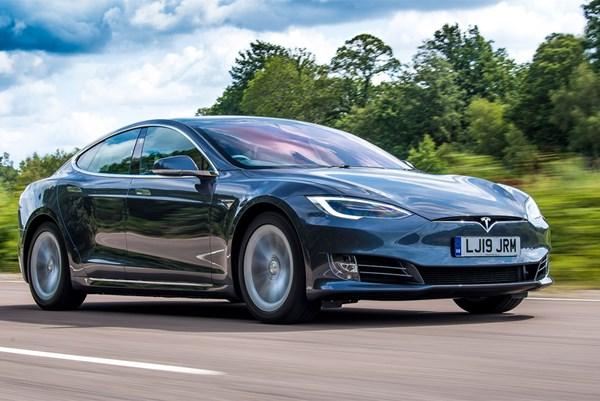 Mỹ điều tra 115.000 xe ô tô điện của Tesla vì lỗi hệ thống treo trước