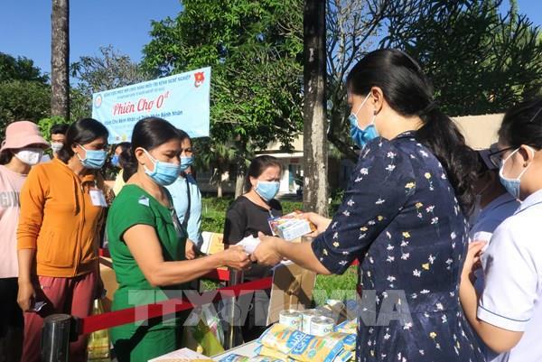 """Tp Hồ Chí Minh: """"Phiên chợ 0 đồng"""" ấm lòng bệnh nhân nghèo  """