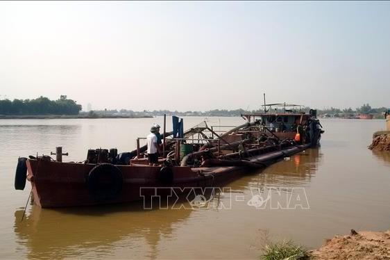 Quảng Ninh: Khởi tố vụ khai thác cát trái phép