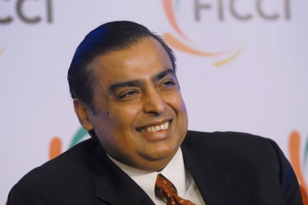 """""""Gánh nặng"""" trên vai tỷ phú Ấn Độ Mukesh Ambani"""