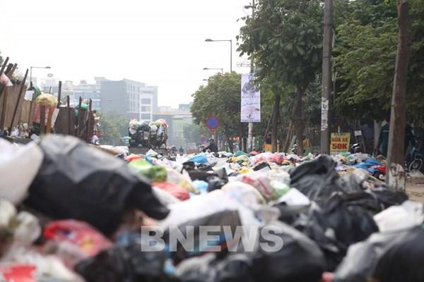Hà Nội: Rác thải nhựa bắt đầu xuất hiện tràn lan trở lại