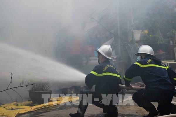 Cháy tại bãi gửi xe cạnh chung cư trong Khu đô thị Xa La