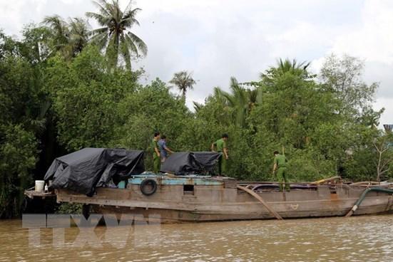 """Đồng Nai xử lý 2 phương tiện """"vỏ gỗ"""" khai thác cát trái phép trên tuyến sông"""