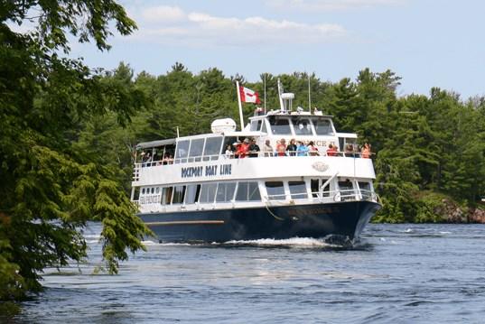Tàu du lịch bị cấm vào vùng nước của Canada tới tháng 2/2022