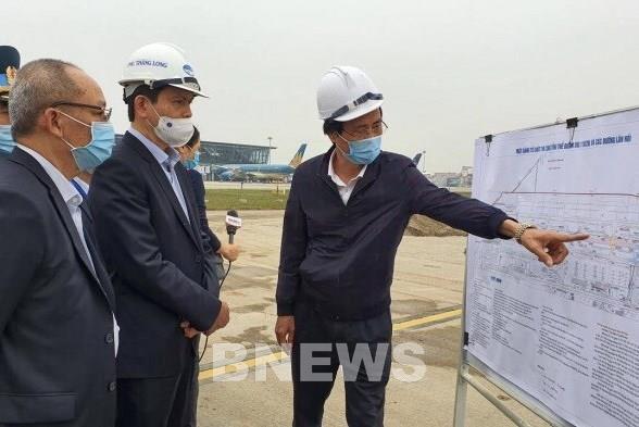 Đẩy nhanh tiến độ Dự án sửa đường băng, đường lăn sân bay Nội Bài