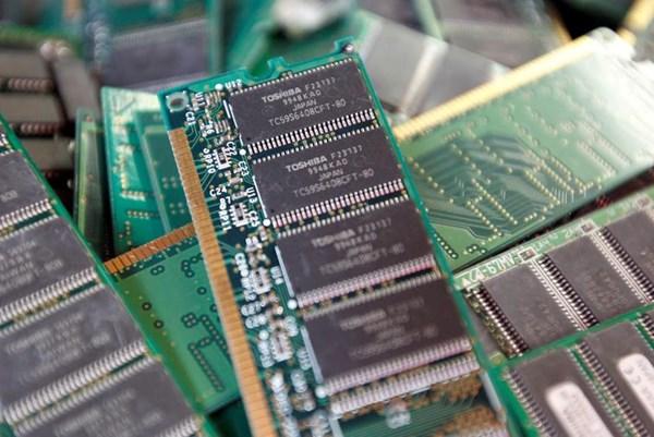 Pháp: Thiếu hụt chip bán dẫn làm chậm hoạt động sản xuất công nghiệp
