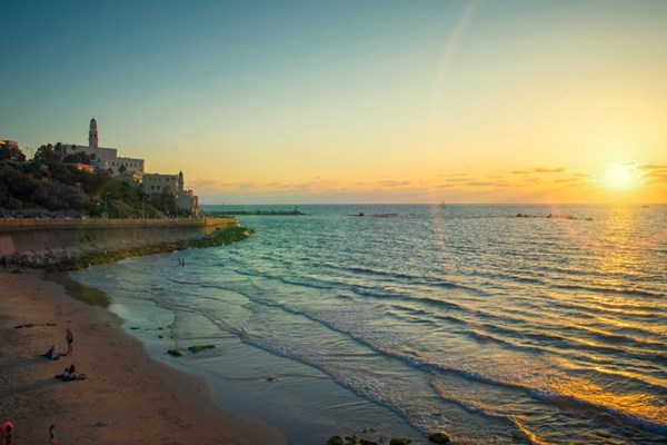 Israel mở cửa trở lại các bãi biển sau sự cố tràn dầu