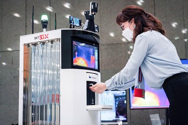 Ra mắt robot khử trùng dùng công nghệ 5G đầu tiên trên thế giới