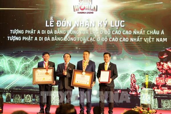 Đón nhận Kỷ lục tượng Phật A Di Đà bằng đồng ở độ cao nhất châu Á