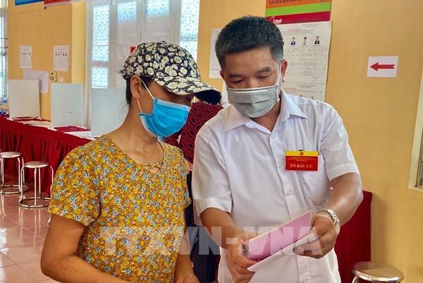 Cử tri xã Đồng Tâm, Hà Nội đi thực hiện quyền công dân thiêng liêng