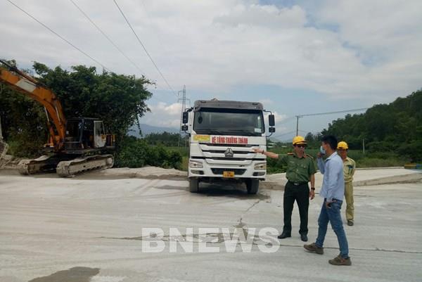 Lập phương án an toàn hành lang lưới điện trong mùa khô