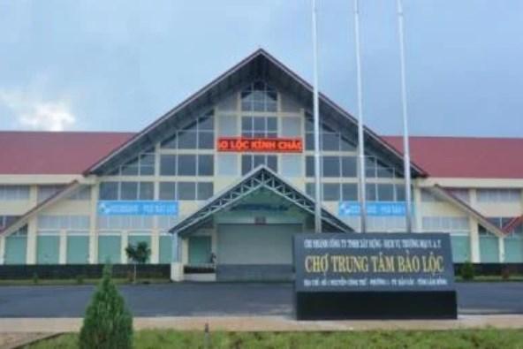 Tổ chức tháo dỡ phần công trình vi phạm tại Chợ trung tâm thành phố Bảo Lộc