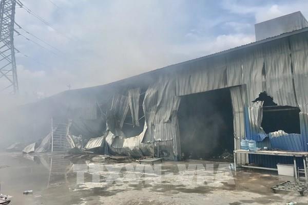 Cháy lớn thiêu rụi nhà xưởng sản xuất bóng đèn Led rộng hàng nghìn mét vuông