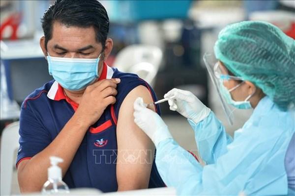 Thái Lan bắt đầu tiêm vaccine COVID-19 cho người nước ngoài