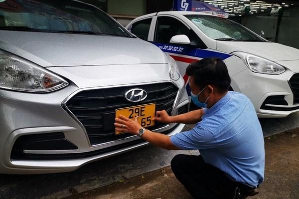 Nhiều tổ chức, cá nhân kinh doanh vận tải chưa chủ động đổi biển số xe sang màu vàng