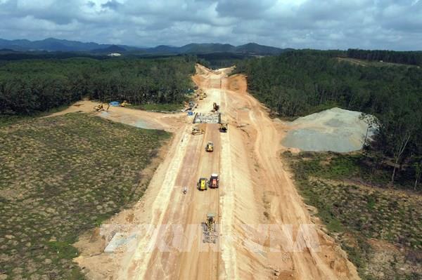 """Tháo """"nút thắt"""" tiến độ cho dự án cao tốc Cam Lộ - La Sơn đoạn qua Quảng Trị"""
