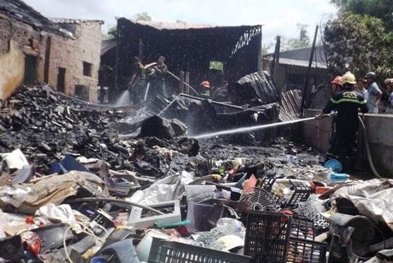 Thừa Thiên - Huế: Cháy lớn thiêu rụi cơ sở thu mua phế liệu