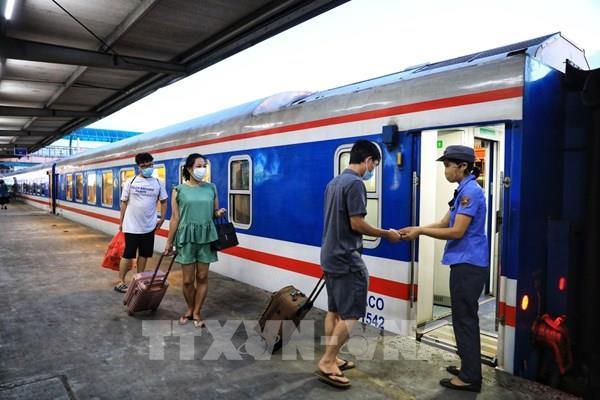 Đường sắt miễn tiền vé tàu với nhân viên y tế hỗ trợ miền Nam chống dịch