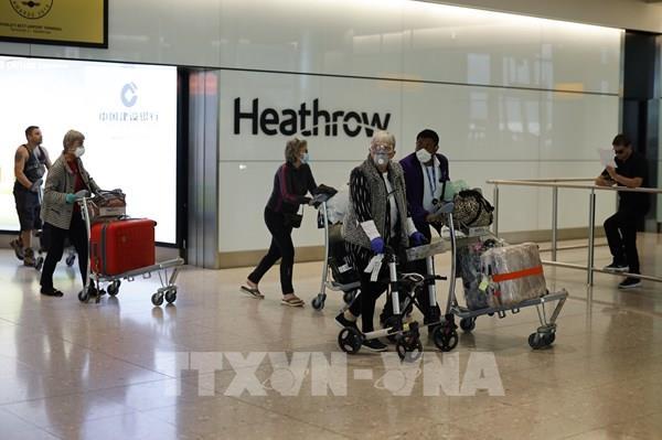 Ngành hàng không và du lịch Anh đề xuất giảm các hạn chế đi lại