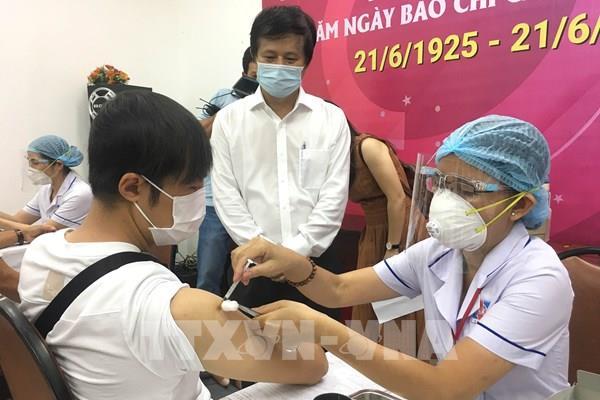 Dịch COVID-19: Tp. Hồ Chí Minh tổ chức 650 điểm tiêm vaccine/ngày