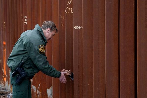 Người đứng đầu Cơ quan tuần tra biên giới Mỹ từ chức